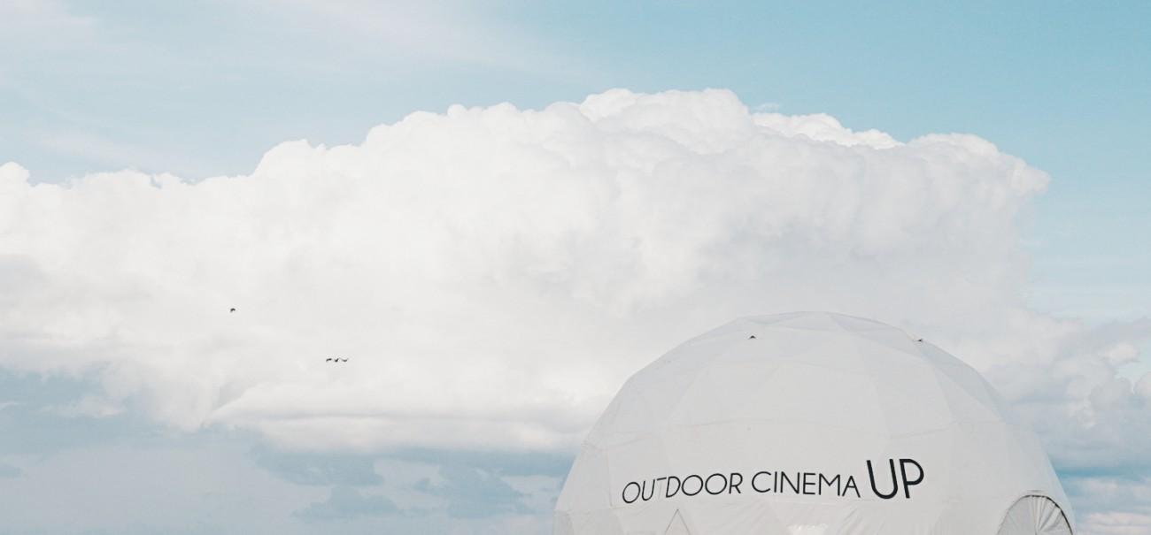 Le Up_Outdoor : cinéma éphémère au bord de la mer Noire à Lozenets, en Bulgarie, .