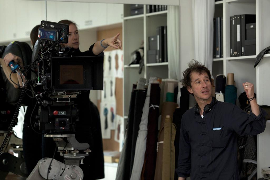 Bertrand Bonello et Josée Deshaies, à la caméra, sur le tournage de Saint Laurent (2014).