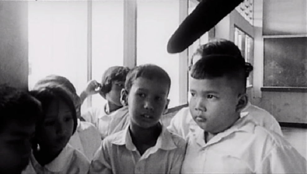 Mysterious object at noon, Apichatpong Weerasethakul (2001).